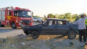 Denizlide otomobiller çarpıştı: Baba ve 2 oğlu yaralı