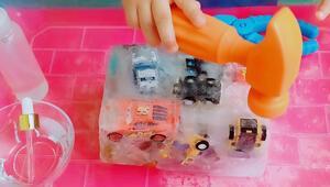 Sıcak havada keyifli aktivite: Buzdan araba kurtarma oyunu