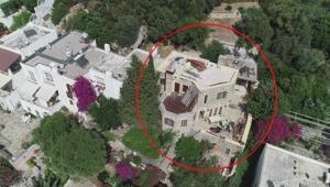 Can Dündarın villasındaki kaçak bölümlerin yıkımına devam edildi