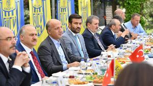 Ankaragücü Başkanı Fatih Mert, siyasileri konuk etti