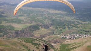 Terörle anılan Şerafettin Dağından artık yamaç paraşütleri havalanıyor