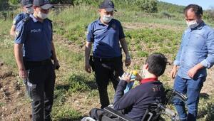 Polislerden, serebral palsi hastası Ekreme doğum günü sürprizi