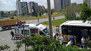 Kavşakta kamyonla otobüs çarpıştı, korkudan bayılan yolcu hastaneye kaldırıldı