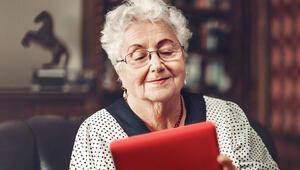 Vodafone, 152 huzurevine toplam 400 tablet ve hat bağışlayacak
