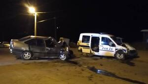 Polis aracı ile otomobil çarpıştı  2 ölü, 4 yaralı