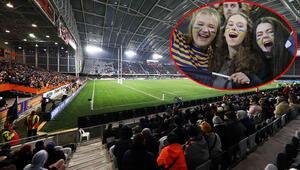 Korkutan görüntü Sosyal mesafe hiçe sayıldı ve 20 bini aşkın seyirci maça alındı...