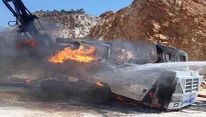 Bursada 1,5 milyon liralık iş makinesi, alev alev yandı