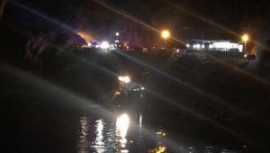 Erzincanda bir araç nehre düştü