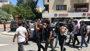Bıçak tehdidiyle gasp yapıyorlardı Baskıncı çete yakalandı