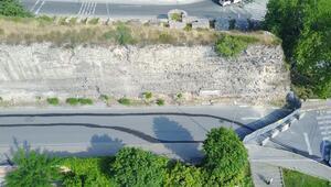 Tarihi surlarda çökme... Yol trafiğe kapatıldı