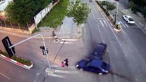 Anne ve kızını ölümden, trafik kazası kurtardı