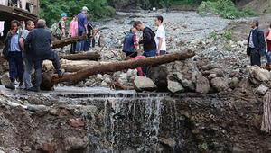 Araklıda, sel felaketinin yıl dönümünde acılar tazelendi