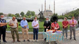 Edirnede, Süleyman Demirel anısına lokma dağıtıldı