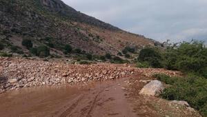 Afyonkarahisarda heyelan; köy yolları ulaşıma kapandı