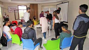 Dünya Mülteciler Günü'nde Türkiye'deki genç mülteciler raporu