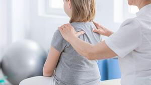 Çocuklarda duruş bozukluğu 'skolyoz' işareti olabilir