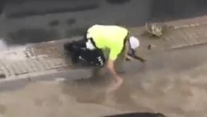 Pendikte tıkanan rögarı eliyle açan polis konuştu