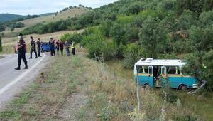 Çanakkalede yol dışına savrulan minibüsteki 13 tarım işçisi yaralandı
