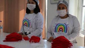 Öğrencilerinin ürettiği maskeler Hollandaya ihraç ediliyor