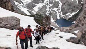 Mersinli dağcıların zorlu zirve yolculuğu