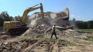 Silivride 4 kaçak yapı yıkıldı