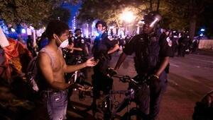 ABDde polis bir siyahinin boğazını sıktığı için açığa alındı