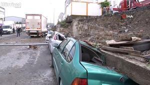 Esenyurt'ta istinat duvarı araçların üzerine böyle devrildi