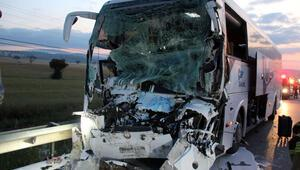 Uşakta yolcu otobüsü ile kamyon çarpıştı