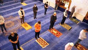 Ankarada camilerde 100 gün sonra cemaatle ilk sabah namazı kılındı