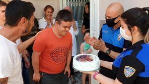 Polisten down sendromlu gence doğum günü sürprizi
