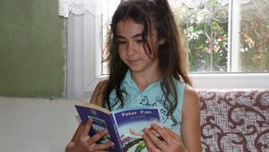Minik Fatma, çok istediği kitaplarına kavuştu