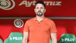 Trabzonspor maçında Erol Bulutun kıyafeti olay oldu Turuncu renk ilk kez mi