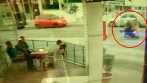 Yaya ve motosiklet sürücüsünün yaralandığı kaza kamerada