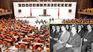 TBMM'deki siyasi partiler Yassıada yargılamalarını geçersiz kıldı, utancın son izi de oybirliğiyle silindi