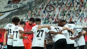 Beşiktaş - Konyaspor maçında Fikret Orman sürprizi Vodafone Parkta karton taraftar...