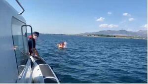 Denizde sürüklenen iki çocuğu Sahil Güvenlik kurtardı