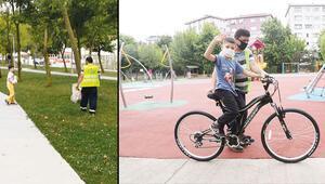 Babasına çöp toplamada yardım etti bisikleti oldu