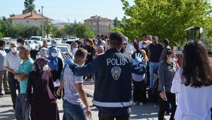 Veliler sosyal mesafeye uymadı, polis uyardı