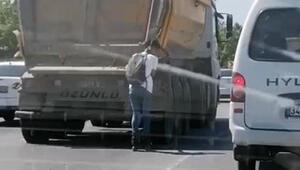 Patenli gencin hafriyat kamyonu arkasındaki tehlikeli yolculuğu kamerada