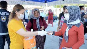 Gülnar'da kontrollü hayat için maske dağıtımı