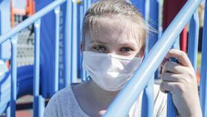 Koronavirüsü yenip, hastalara moral mektubu yazan Sudeden yaşıtlarına uyarı
