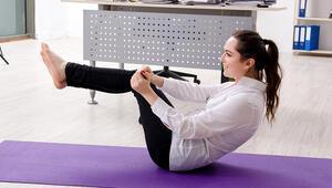 Ofislerde Omurgamıza 60 Kilo Yük Biniyor: Uzmanından İş Yeri Yogası