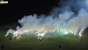 Kocaelisporlu futbolcular ve teknik ekipten şampiyonluk kutlaması