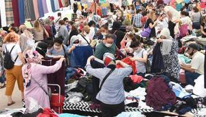 Eskişehir'de halk pazarında sosyal mesafe unutuldu
