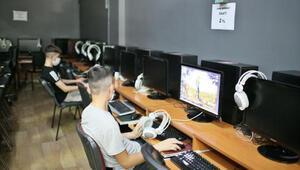 Diyarbakırdaki internet kafeler, koronavirüs tedbirleriyle kapılarını açtı