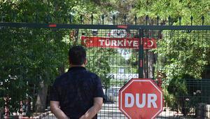 Yunanistan 1 Temmuzda açılacağını duyurduğu sınır kapıları açmadı