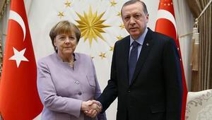 Son dakika.. Cumhurbaşkanı Erdoğan ile Merkelden kritik görüşme