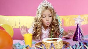 Minik prensesler için parti zamanı