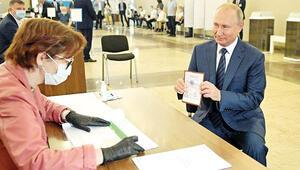 Putin referandumda istediğini aldı