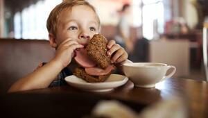 Çocuğunuza kepek ekmeği yedirirken dikkat